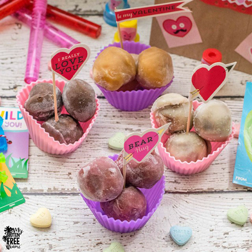 perfectlyfree bites in festive Valentine's Day cups with decorations