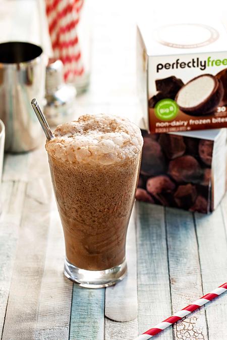 Allergy-friendly Chocolate Egg Cream soda with perfectlyfree cocoa & vanilla bites behind it